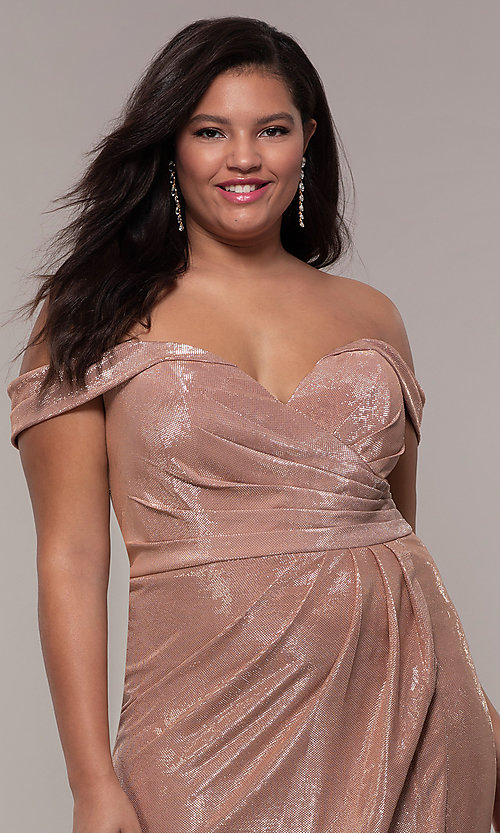 Image of metallic plus-size prom dress with ruched bodice. Style: FA-9457 Detail Image 6