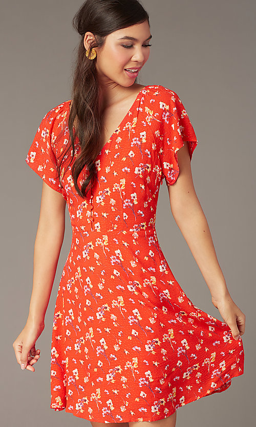 Image of v-neck short print casual dress with short sleeves. Style: AC-EDF16064TY Detail Image 1