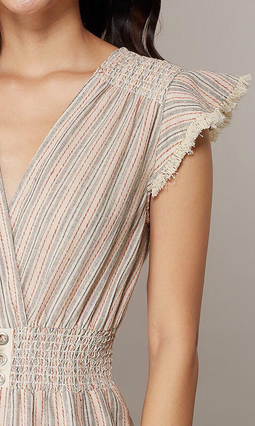 Image of cropped-leg v-neck casual jumpsuit with stripes. Style: CHE-JS16104COQ Detail Image 3