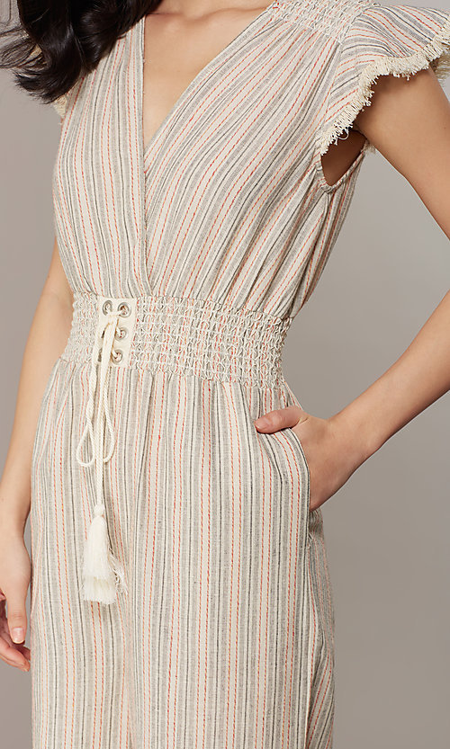 Image of cropped-leg v-neck casual jumpsuit with stripes. Style: CHE-JS16104COQ Detail Image 5