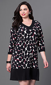 Short Shift Print Dress with Three Quarter Length Sleeves