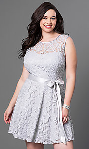 Image of lace plus-size sleeveless party dress with bow. Style: SF-8760P Detail Image 8