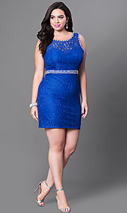 Image of short open-back plus-size lace homecoming dress. Style: DQ-9506P Detail Image 1