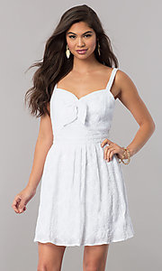 Short White Sleeveless Party Dress with Bow