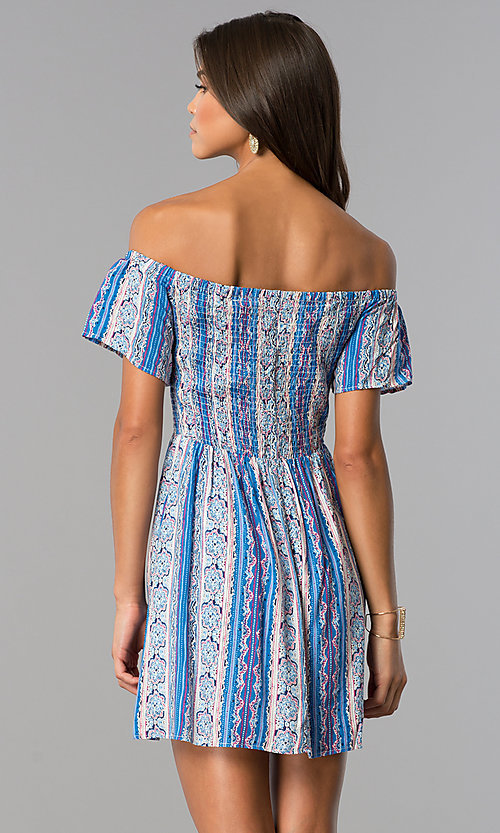 Image of short off-shoulder casual print dress with smocking. Style: VE-888-211157 Detail Image 2