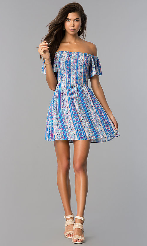 Image of short off-shoulder casual print dress with smocking. Style: VE-888-211157 Detail Image 3