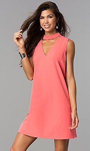 Choker-Collar Casual Shift Dress with V-Neck Cut Out
