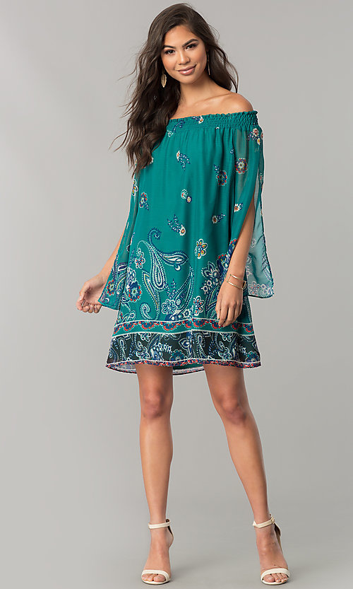 Image of short casual shift dress with long split sleeves. Style: MY-9557YD1D Detail Image 1