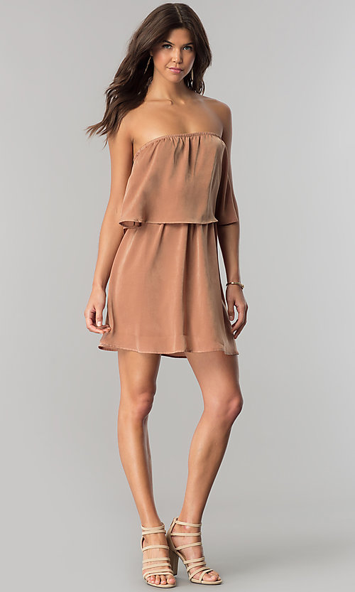 Image of short strapless casual cruise dress in microfiber. Style: RO-R66331 Detail Image 1