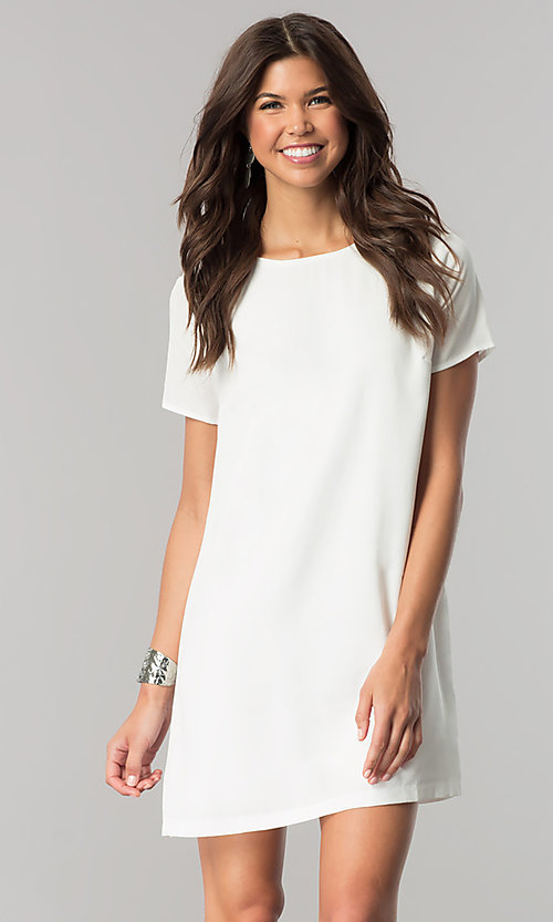 Image of short white casual shift dress with short sleeves. Style: RO-R67032 Front Image