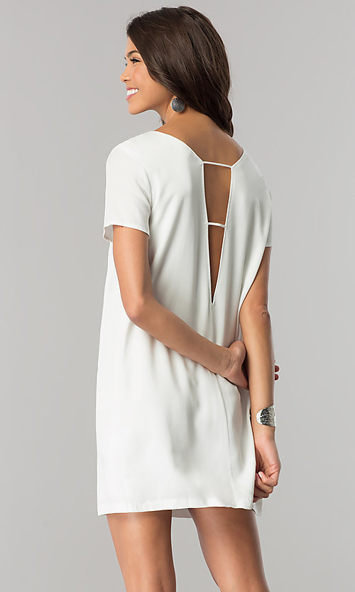 Image of short white casual shift dress with short sleeves. Style: RO-R67032 Back Image