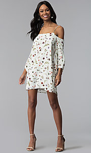Image of angel-sleeve off-the-shoulder print casual dress. Style: RO-R67339-1 Detail Image 3
