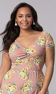 Image of v-neck plus-size floral-print casual dress. Style: AS-A692701D27X Detail Image 1