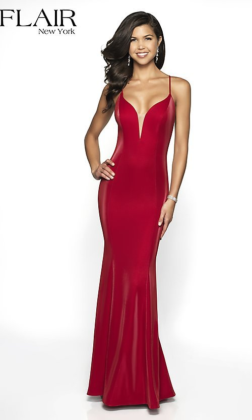 Image of long sleeveless open-back prom dress with train. Style: BL-FL-19124 Detail Image 3