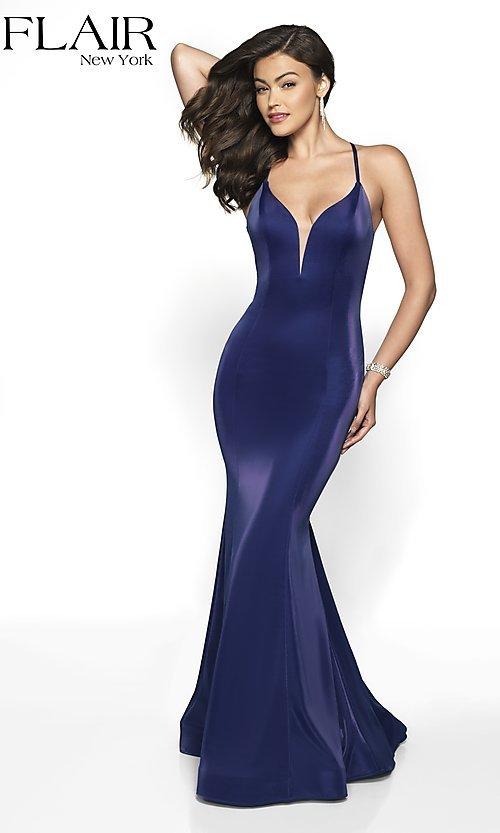 Image of long sleeveless open-back prom dress with train. Style: BL-FL-19124 Detail Image 5