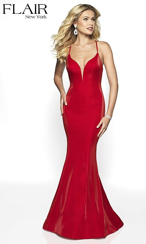 Image of long sleeveless open-back prom dress with train. Style: BL-FL-19124 Detail Image 6