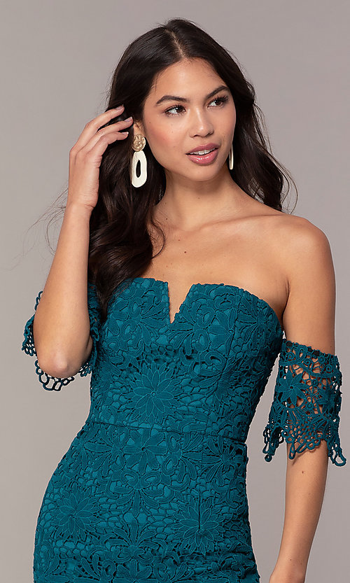 Image of short-sleeve graduation dress by Simply. Style: MT-SD-9575 Detail Image 6