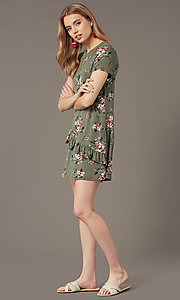 Image of short shift floral-print casual party dress. Style: SS-JA35951F174 Detail Image 1