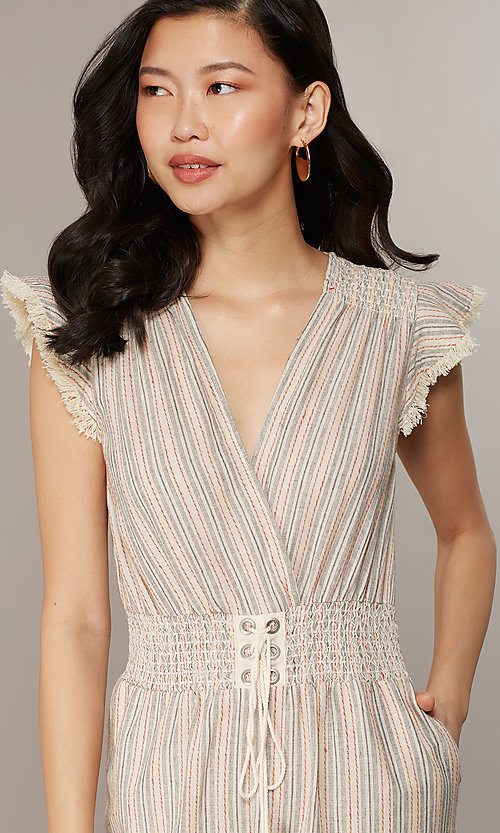 Image of cropped-leg v-neck casual jumpsuit with stripes. Style: CHE-JS16104COQ Detail Image 1