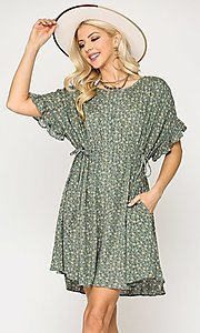 Image of short sleeve print casual dress with pockets. Style: LAS-GIG-21-TC1738 Detail Image 2