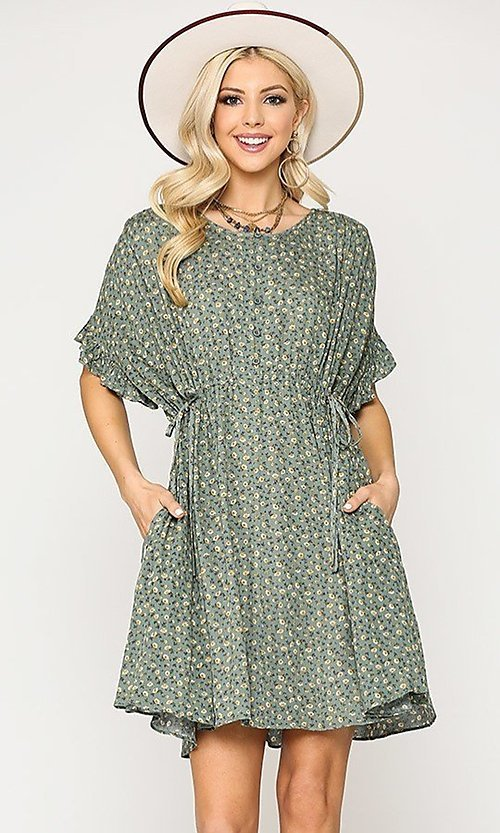 Image of short sleeve print casual dress with pockets. Style: LAS-GIG-21-TC1738 Detail Image 1