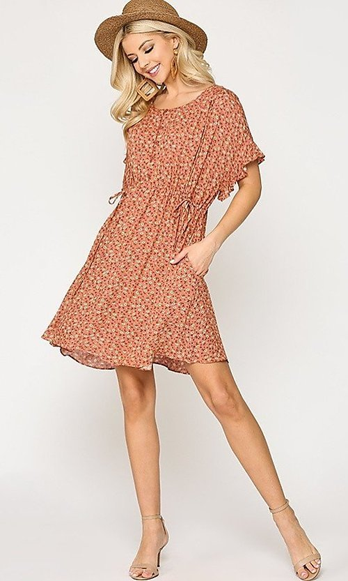 Image of short sleeve print casual dress with pockets. Style: LAS-GIG-21-TC1738 Detail Image 3