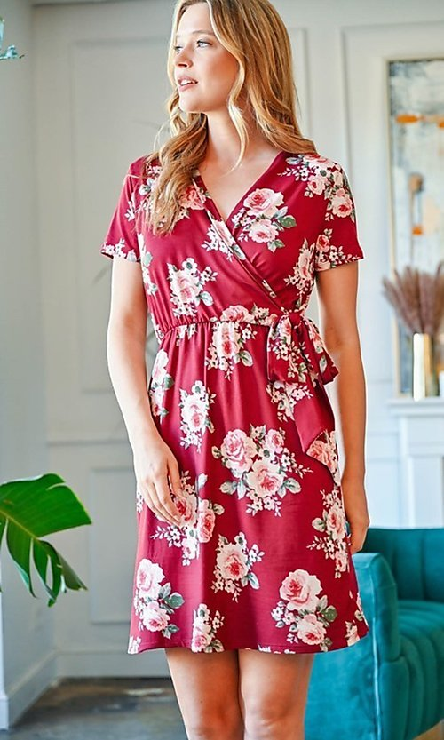 Image of casual short-sleeve red print short party dress. Style: FG-CLC-21-D63552WTCL Front Image