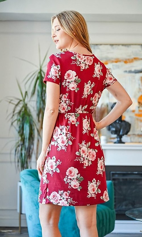 Image of casual short-sleeve red print short party dress. Style: FG-CLC-21-D63552WTCL Back Image