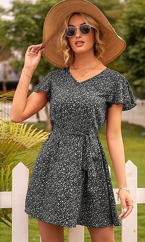 Image of short casual print summer dress with short sleeves. Style: FG-LIL-21-CWDSD0693 Detail Image 3