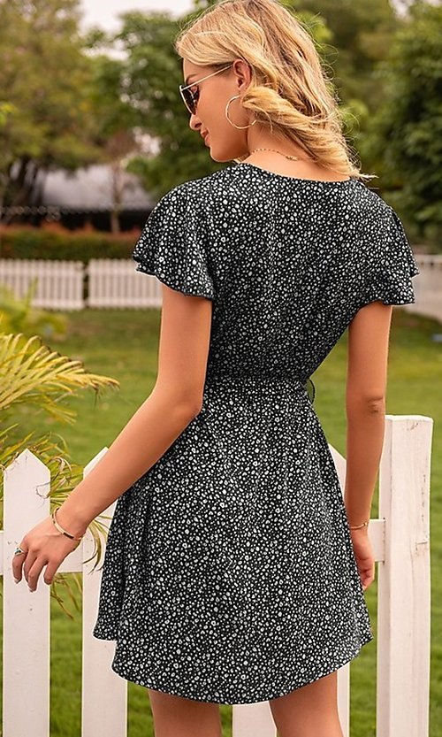 Image of short casual print summer dress with short sleeves. Style: FG-LIL-21-CWDSD0693 Detail Image 4