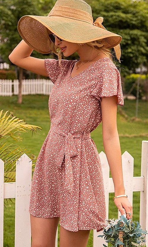 Image of short casual print summer dress with short sleeves. Style: FG-LIL-21-CWDSD0693 Detail Image 1