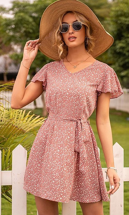 Image of short casual print summer dress with short sleeves. Style: FG-LIL-21-CWDSD0693 Detail Image 2